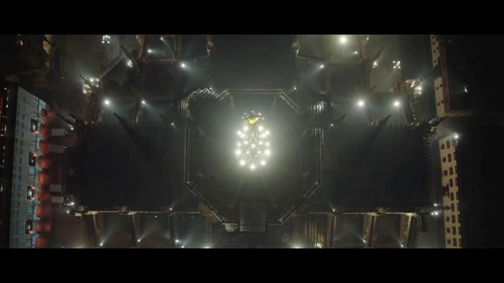Per natale una nuova illuminazione esterna per il duomo di milano video