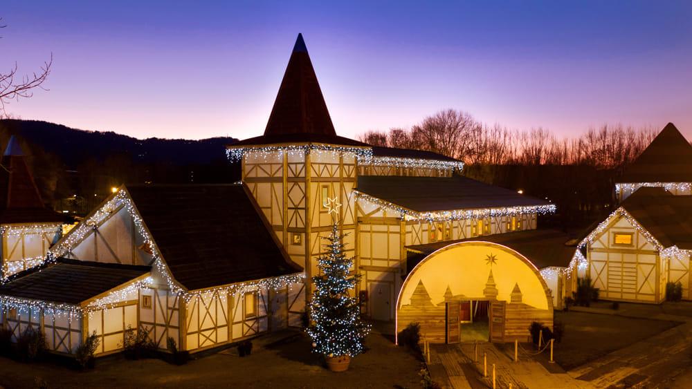La Casa Di Babbo Natale Prezzi.A Milano Il Villaggio Di Natale Piu Grande D Italia Un Mega Parco A Tema Di 30mila Metri Quadrati Eventi A Milano