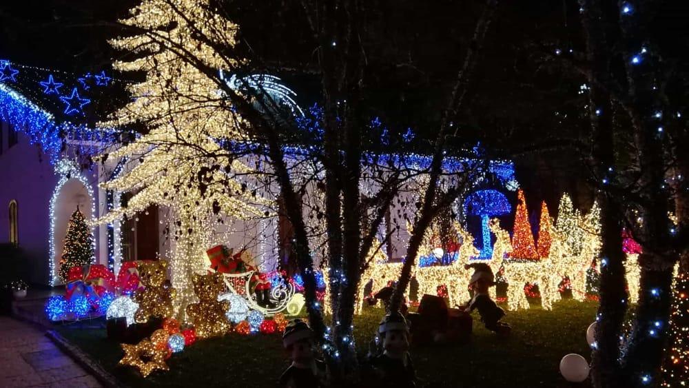 Immagini Di Natale Di Babbo Natale.Luci E Spettacolo Casa Di Babbo Natale A Melegnano Quando