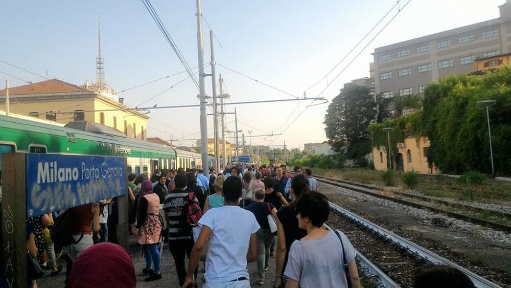 Treno senza aria malori a bordo rivolta dei pendolari a - Treno milano porta garibaldi bergamo ...