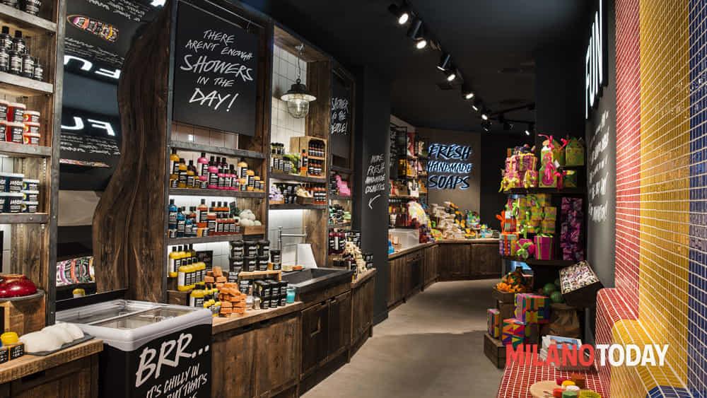 Milano, Lush inaugura il più grande store d'Italia in Piazza Duomo