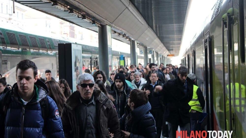 Trenes cancelados por 7 mil pasajeros.