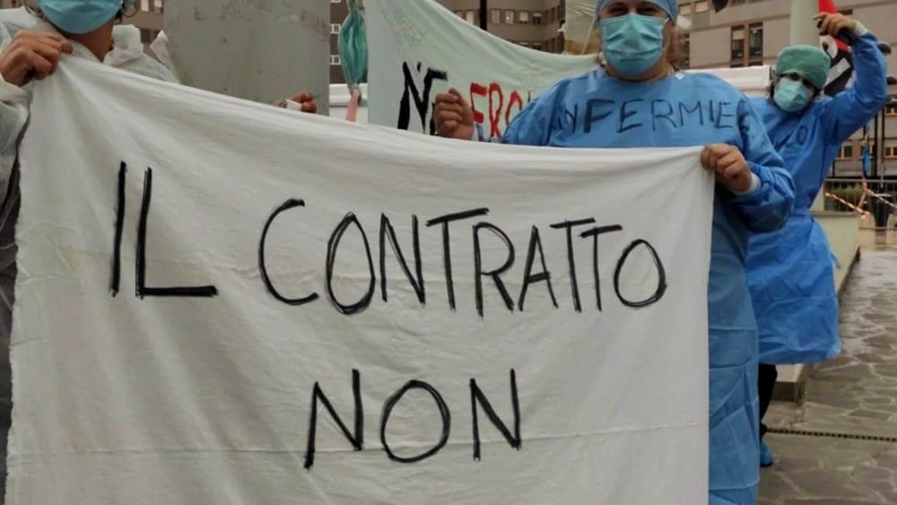 Proteste di medici e infermieri all'ospedale San Raffaele: 'Scempio ai danni dei lavoratori'
