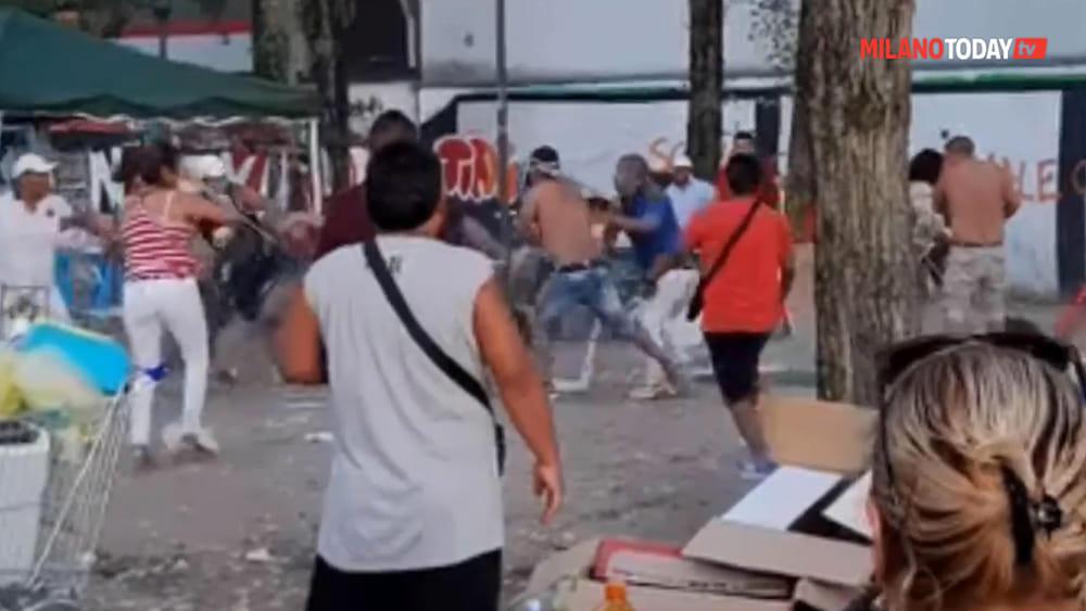Sedie Via Corelli Milano.Video Rissa Tra Sudamericani In Via Lorenteggio Parco Vodafone Video