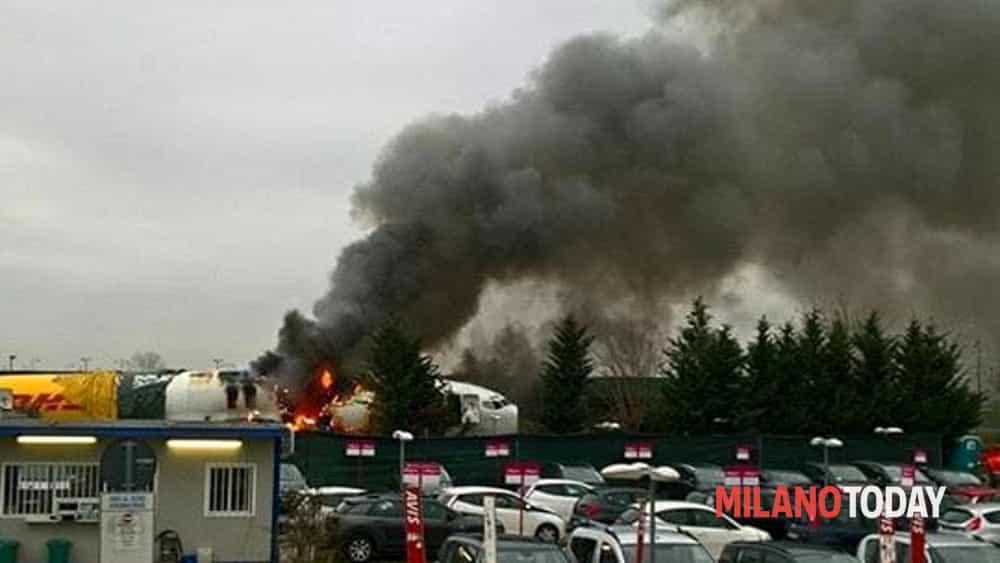Incendio a orio al serio in fiamme l 39 aereo che usc fuori - Giardinia orio al serio ...