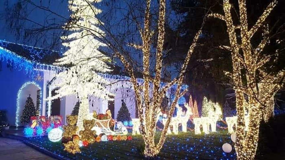 Risultati immagini per villaggio natalizio ippodromo milano