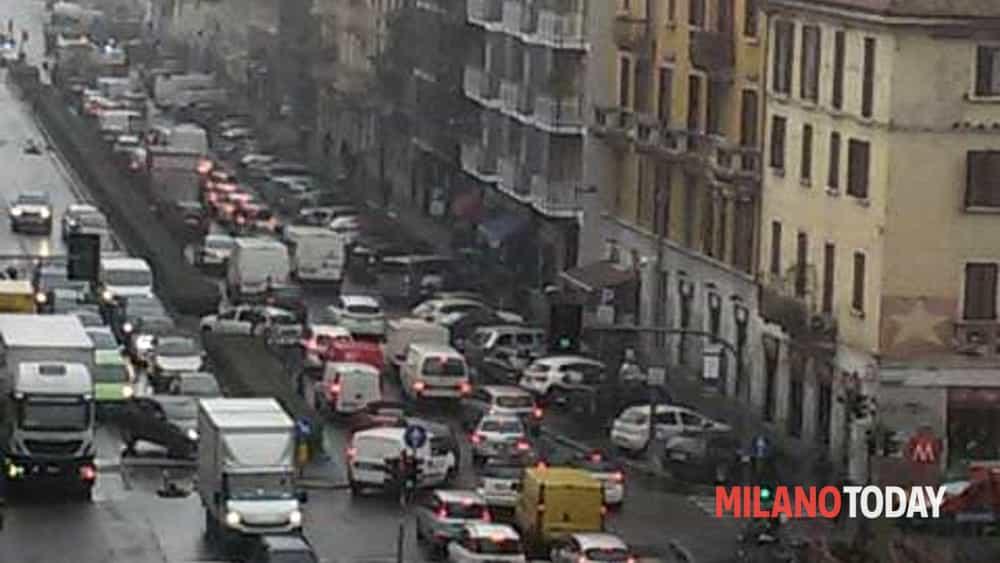 Milano incidente in viale monza uomo travolto da un 39 auto - Arredo bagno viale monza milano ...