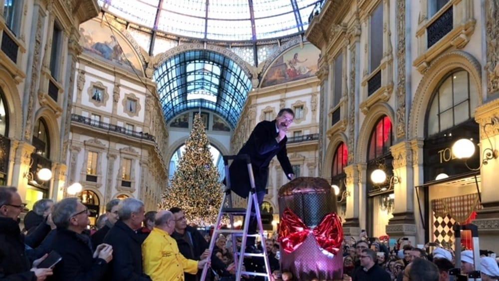 Milano, in Galleria il panettone più grande del mondo: sarà offerto ai cittadini per Natale