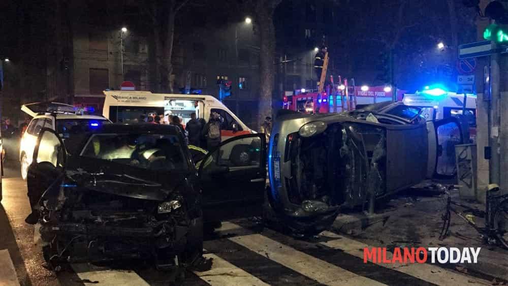 Incidente con ribaltamento in viale Piceno, 5 persone ferite