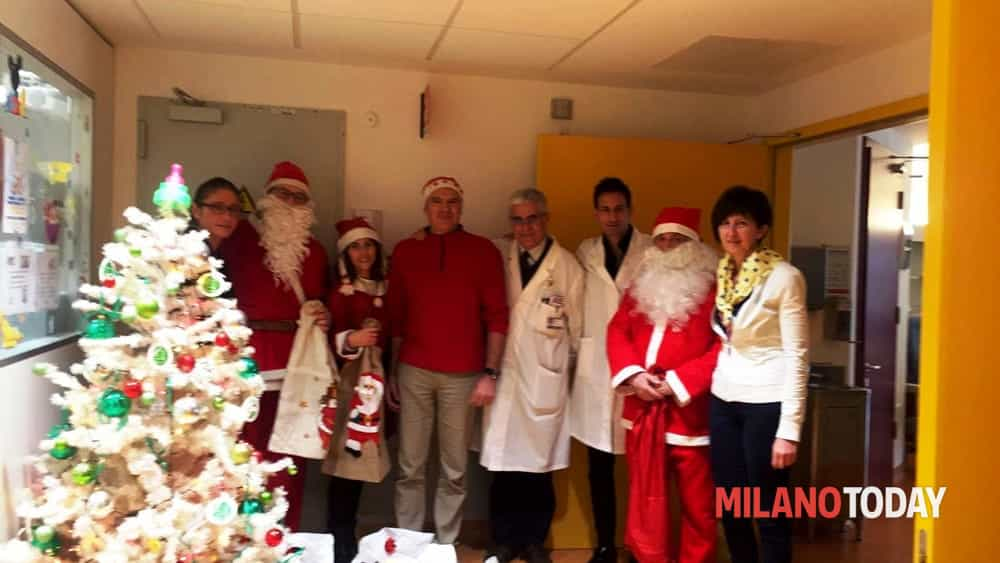 Ospedale rho babbo natale porta regali ai bambini malati - Babbo natale porta i regali ai bambini ...