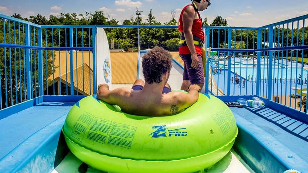 Milano ha un infarto sull 39 acquascivolo dramma nella piscina affollata di bagnanti - Piscina acquatica park ...