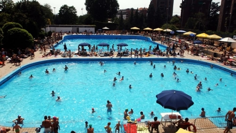 Dramma nella piscina argelati in porta genova uomo for Piscina lainate