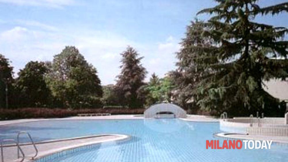 Parco mattei piscina aperta non stop fino a settembre for Piscina lainate