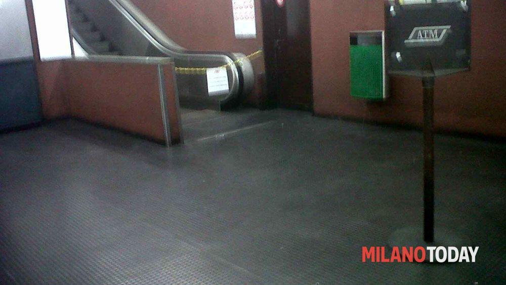 Cologno due stazioni su tre del metr con scale mobili rotte for Centro lombardo mobili