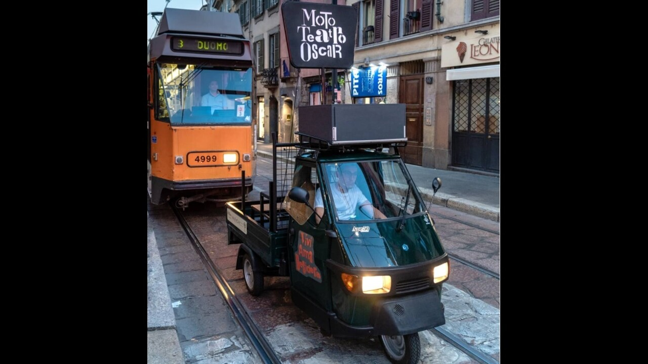 The last show of the legendary micro theater-apecar in Milan thumbnail